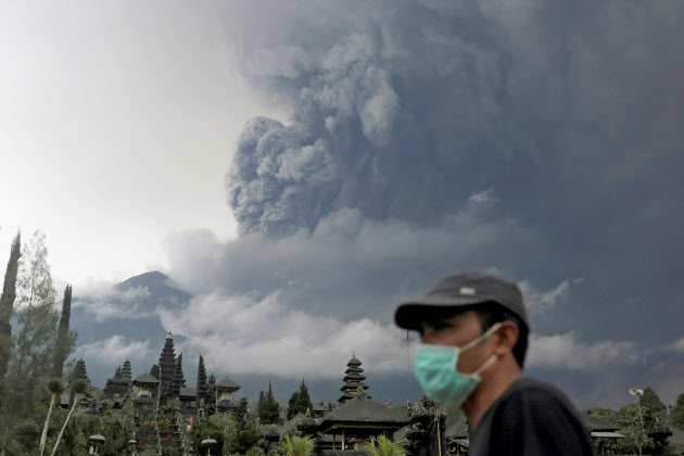 バリ島アグン島噴火1